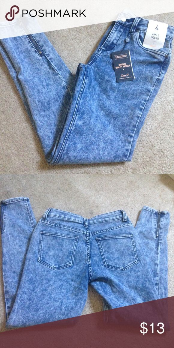 Primark skinny jeans size 4 NWT Great jeans. Moving and need to downsize! Bundle and save! 😃 Primark Jeans Skinny