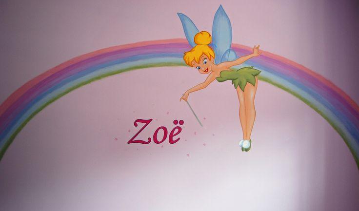 Muurschildering Tinkerbel op een regenboog