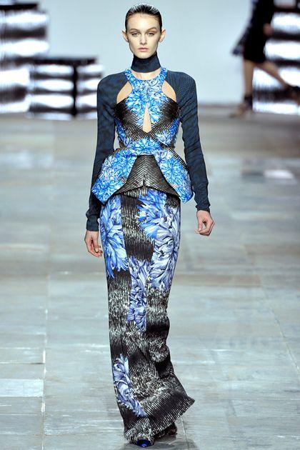Peter Pilotto- #moda di lusso -- Moda di Lusso, vestiti piu preziosi. #Passarella #lifestyle di lusso Segui piu articoli su www.spazidilusso.it/