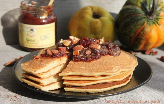 Pancakes cu dulceață de gutui (rețetă fără zahăr)