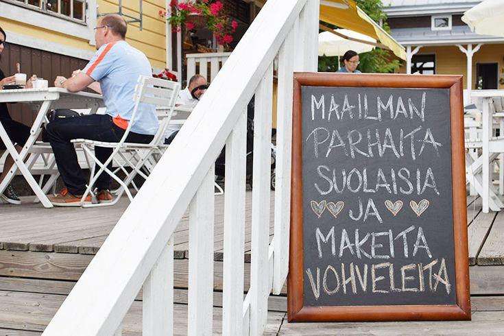 Naantalin Café Amandis   Vohveleita suolaisin ja makein täyttein