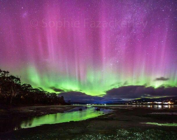 Aurora Australis. Howden, Tasmania. September 2015. Photographer: Sophie Fazackerly