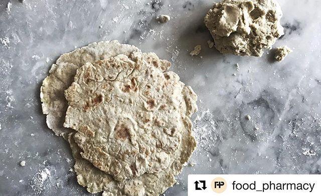 #Repost @food_pharmacy som har provat mitt recept på tunnbröd med kokt potatis och bovetemjöl. Kul! 👌🏼 Prova ni med! ・・・ Dear friends, this bread will change your lives. Go to foodpharmacy.blog and learn how to make Two-ingredient Soft Flatbread 💋 Världens bästa tunnbröd nu på bloggen - på två/dos/deux ingredienser #foodpharmacy #linkinbio #tunnbröd #flatbread #brödbread #potato #potatis #buckwheat #bovete Tack @nillaskitchen