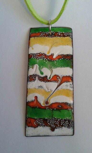 Colgante de esmalte al fuego echo a mano en verde, rojo, blanco, amarillo. La medida del colgante es de 7 cm. largo x 3 cm. ancho. La longitud del cordón de cuero verde pistacho es de 18 cm. aprox. Handmade enamel pendant in green red white yellow. The pendant measure 7 cm long x 3 cm. wide. Length of the pistachio Green leather cord approx. 19 cm. If you like a different length just let me know.