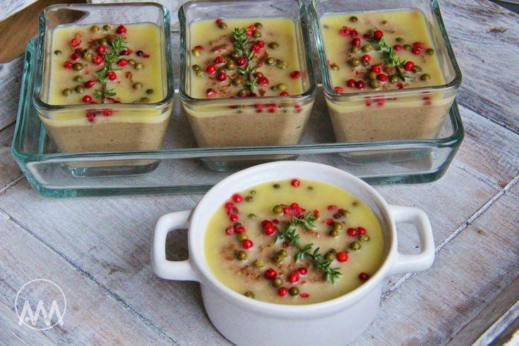 Na přípravu budete potřebovat:   500g jater ( použila jsem drůbeží )  200g másla  2 šalotky nebo 1 menší cibule  2 stroužky česneku  pá...