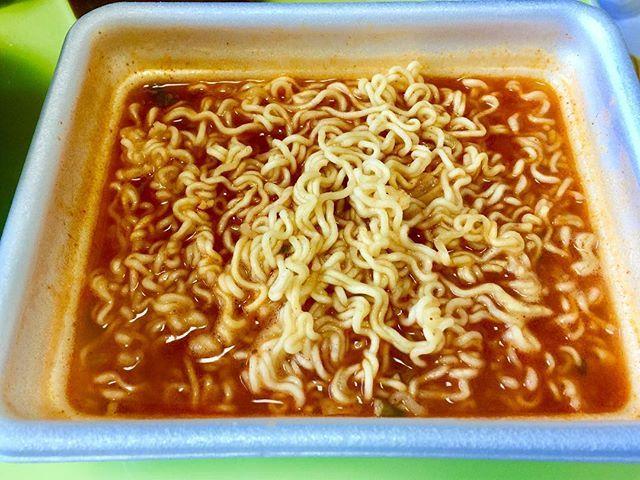 WEBSTA @ byunggunk - カップラーメンの賞味期限もやばい😭早く食べないと!これは昔から有名だった韓国のカップラーメンお弁当ラーメンの新商品キムチお弁当ラーメン!美味しかった〜김치도시락라면냠냠ㅎㅎㅎ마싯다..#おうちごはん #お昼ごはん #お昼ご飯 #ランチ #美味しい #おいしい #美味しかった #うまい #ラーメン #韓国ラーメン  #お弁当ラーメン #カップラーメン #먹스타그램 #맛스타그램 #인스타푸드 #라면 #먹방 #점심 #도시락라면 #김치도시락라면 #컵라면#delicious #ramen #lunch #ラーメンマニア #라면매니아
