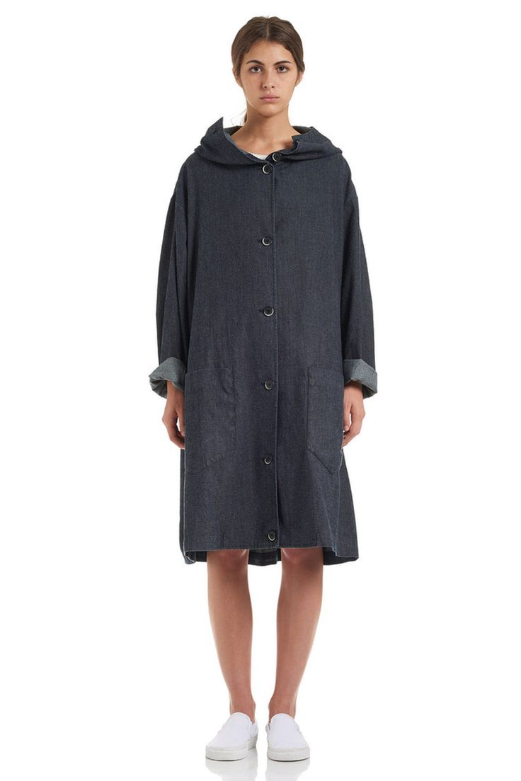 Coat by Barena Venezia from the Spring/Summer 15 collection exclusively on betosee.com HAVE A LOOK : http://www.betosee.com/collection/1292 #fashion #womenswear #trends #trends2015 #BarenaVenezia #Coat
