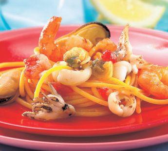 Zeevruchten met spaghetti en tomatensaus - Recept - Jumbo Supermarkten