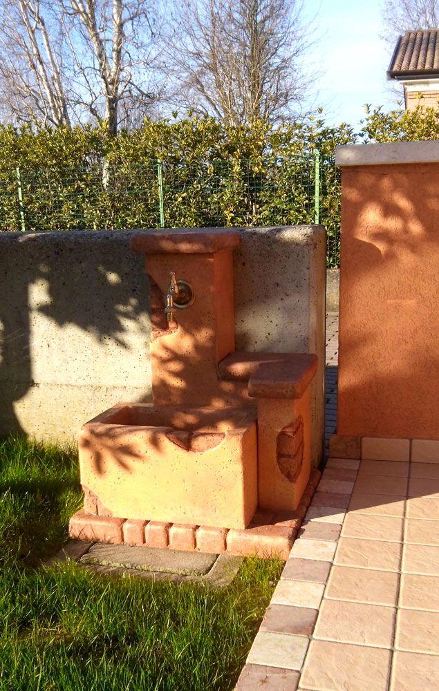 Fontanella da giardino, modello: fonte del casale, personalizzata, colore: mattone. Località: Santa Maria del Piave (Treviso).