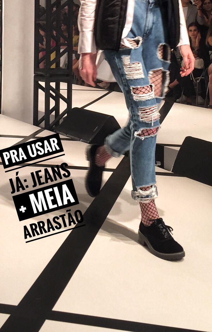 Meia arrastão + jeans: é pra usar já! Visto no #PreviewRenner, tem mais lá no blog!