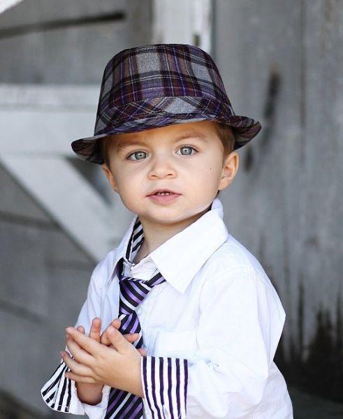 Kisfiú nyakkendő.  http://milibaby.hu/termek_adatlap/fiu_babaruha_0_3_ev/kisfiu_nyakkendo_csokornyakkendo/kisfiu_nyakkendo/bapbk00 5