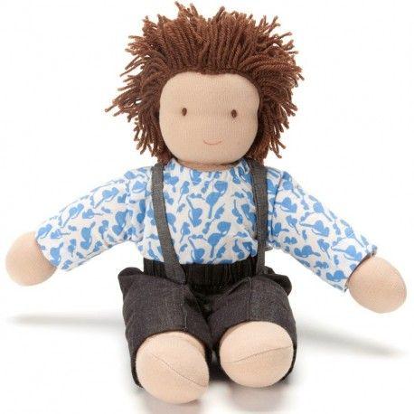 Oliver, petite poupée garçon brun en chiffon et tissu waldorf à habiller, 30cm. Jouet naturel écologique et éthique en commerce équitable de PEPPA à strasbourg, alsace