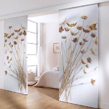 double porte tapissée et coulissante dans une chambre parentale