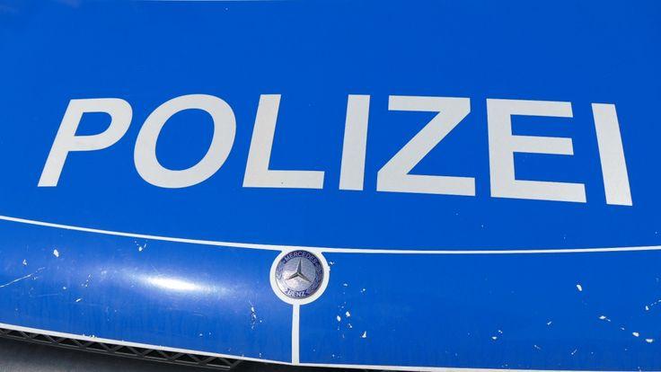 Schramberg – In der Nacht von Samstag auf Sonntag haben zwei 27 und 28 Jahre alte Männer grundlos Polizisten angegriffen und übelst beleidigt. Nur dem starken Polizeiaufgebot und dem hilfreichen Eingreifen von weiter lesen