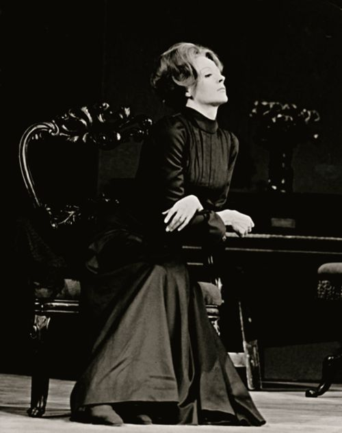 analysis of henrik ibsens hedda gabler Hedda gabler by ibsen essays: hedda gabler, by henrik ibsen, is a work about a woman who manipulates the fates of others in order to fulfill her own desires.