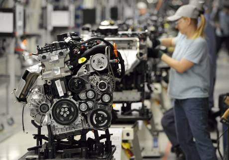 Mentre la maggioranza delle fabbriche riducono gli stipendi ai minimi termini, minacciando licenziamenti e/o delocalizzazioni e quant'altro, in Germania oltre 100.000 lavoratori Volkswagen hanno ricevuto un premio produzione di ben 7.500€ inerente all'anno 2011... http://www.nocensura.com/2012/03/ai-dipendenti-volkswagen-un-premio-di.html