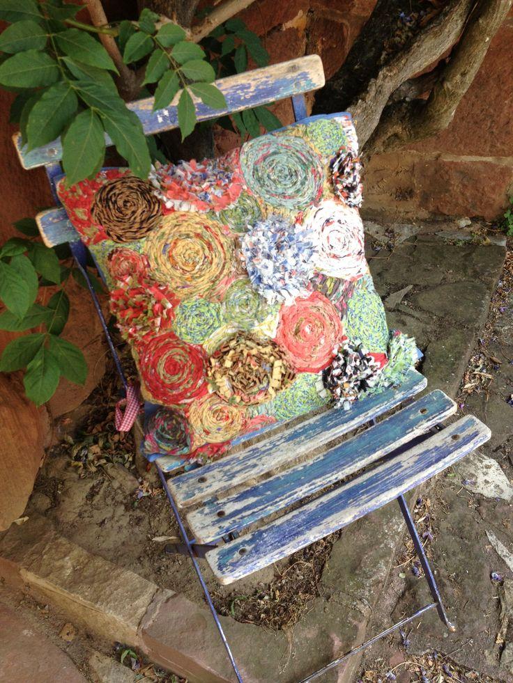 Zo'n mooi kussen in een winkel vol zelfgemaakte spullen! #france #DIY #chair #pillow