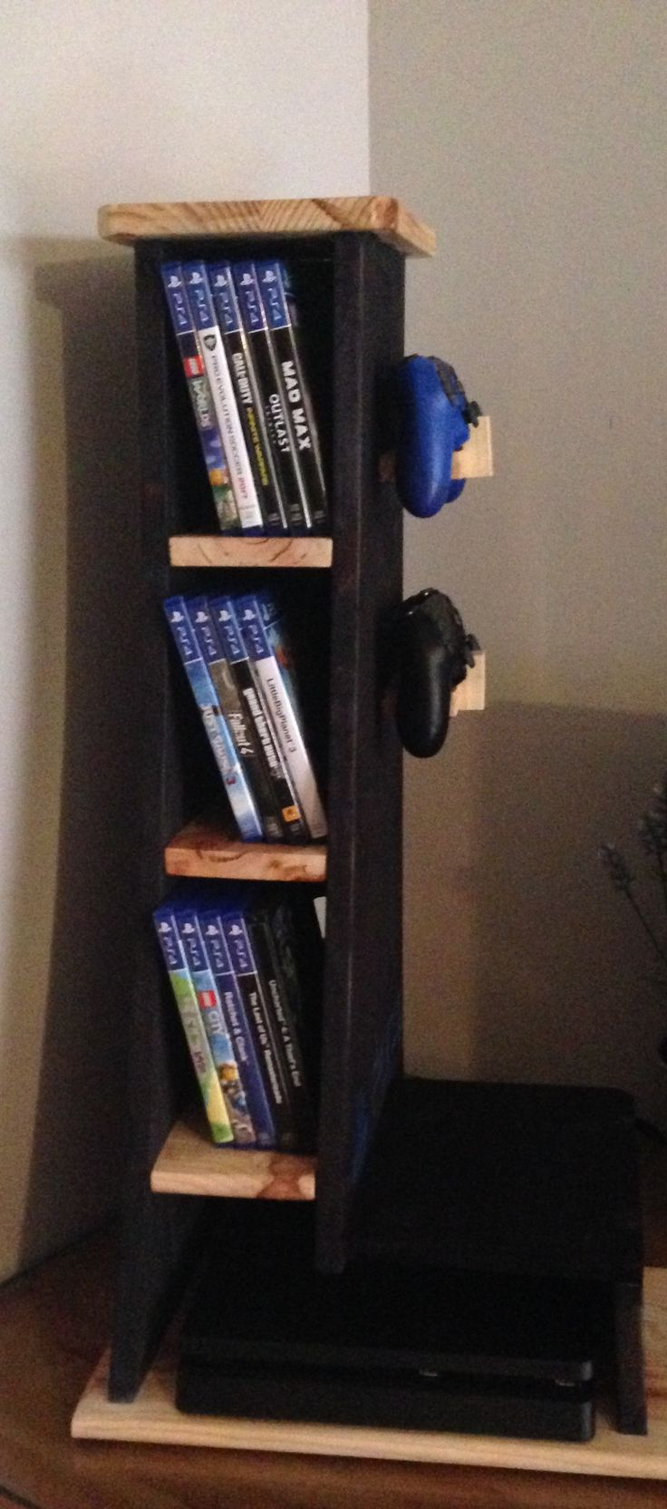 Horizontal shelf for consoles PS4, XBOX etc … made by hand in solid wood. Order on request. Price: 60 euros. WhatsApp 649973761 Email wo …