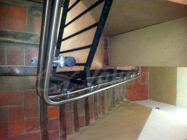 Devotus silla salvaescaleras instalada en una comunidad de la ciudad de barcelona vista de las - Silla salvaescaleras barcelona ...