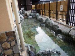 山梨県南都留郡の道志川温泉 紅椿の湯は地下1500mから湧き出る自噴温泉で世界的にも極めてユニークなアルカリ性の温泉です  落着いた静かな自然と青く澄んだきれいな水に恵まれた環境の中で休養療養保養の三養の効果を高めることができる名湯です  露天風呂桧風呂ぬる湯浴高温浴サウナなどさまざまなお風呂と宿泊施設大広間に食堂もあり一日温泉三昧 貸切できる家族風呂やお持ち帰りできる源泉飲用水もぜひご利用ください tags[山梨県]