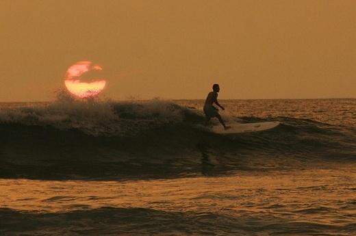 Sri Lanka Surfing - Hikkaduwa Surf - Aguram Bay Surfing Vacation