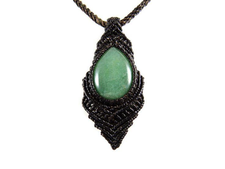 Jade - Halskette Jade Makramee Halsband Grün Braun Thai - ein Designerstück von Valadda bei DaWanda