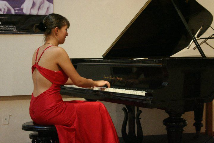 Born in Mexico City,  Morales began her musical education at  the age of 7 at the Escuela Superior de Música, continued her studies at the Conservatorio Nacional de Música  under the mentorship of the renowned teacher Hector Rojas and graduated with a Bachelor Degree in Piano. Later on, she  graduated with a Master degree in Piano Performance from Southern Methodist University (SMU) in Dallas, Texas.