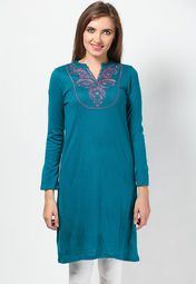 Don't let the chilly weather affect your style quotient. Instead, go for this blue kurta from Aurelia that will not only keep you warm, but will also upgrade your ethnic look. Featuring fine embroidery in pink colour on the front, this knee-length kurta will win your heart at the very first look. Made from acrylic, this regular-fit kurta will keep you at great ease all day.