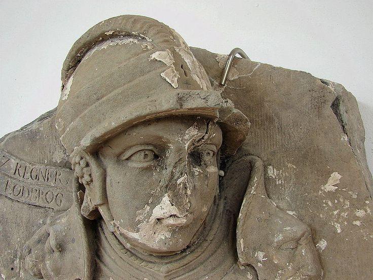 Ragnar Lodbrok.  Başarılı bir komutan olan Ragnar Fransa ve İngiltere içlerine başarılı askeri seferler düzenlemiştir. Danimarka tahtına çıkmak için mücadele ederek başarılı olmuş hem Danimarka hem de İsveç kralı olmuştur. Odin'den geldiğini öne sürmüş, ünlü kadın savaşçılar Lagertha ve Aslaug ile evlenmiştir. Barbar bir kral olmasına rağmen stratejileri dahiyane ...