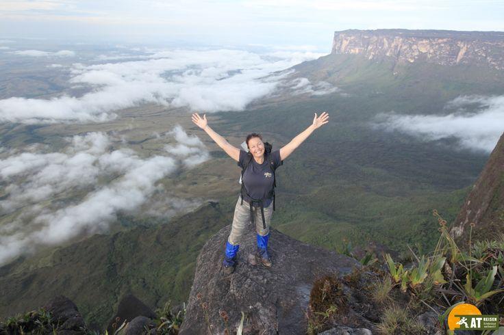 Der #AuyanTepui ist ein 2.535 m hoher #Tafelberg im Nationalpark Canaima in #Venezuela.