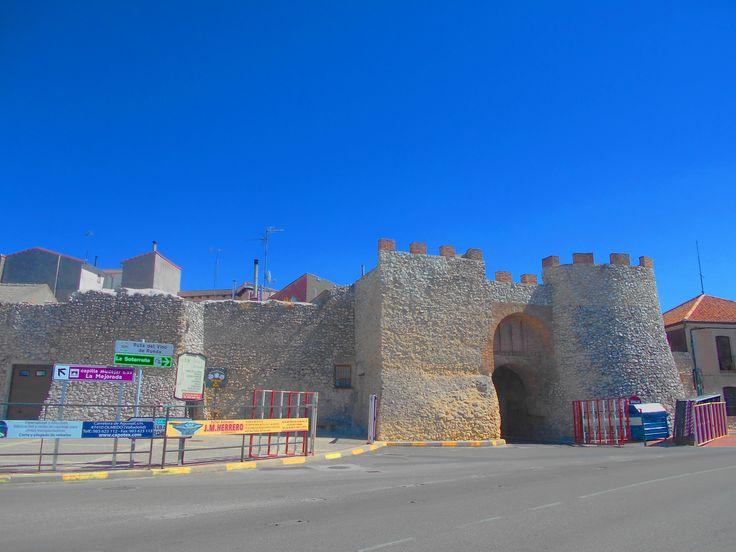 Muralla y Arco de la Villa