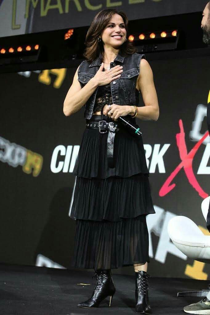 Lana Parrilla Attending Ccxp Official Convention In Brazil December 6th 2019 Ccxp Everyone got up and shouted a lot to greet queen lana parrilla from once upon a time. pinterest