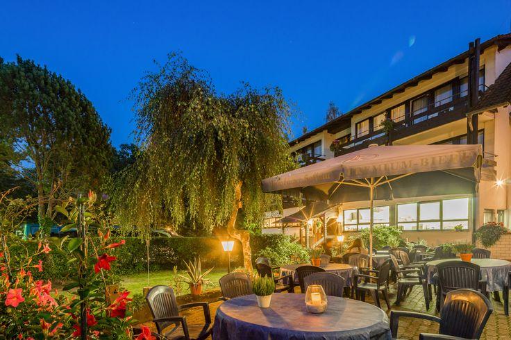 Abendstimmung auf der Terrasse des AKZENT Hotel Frankenbrunnen in Walldürn.