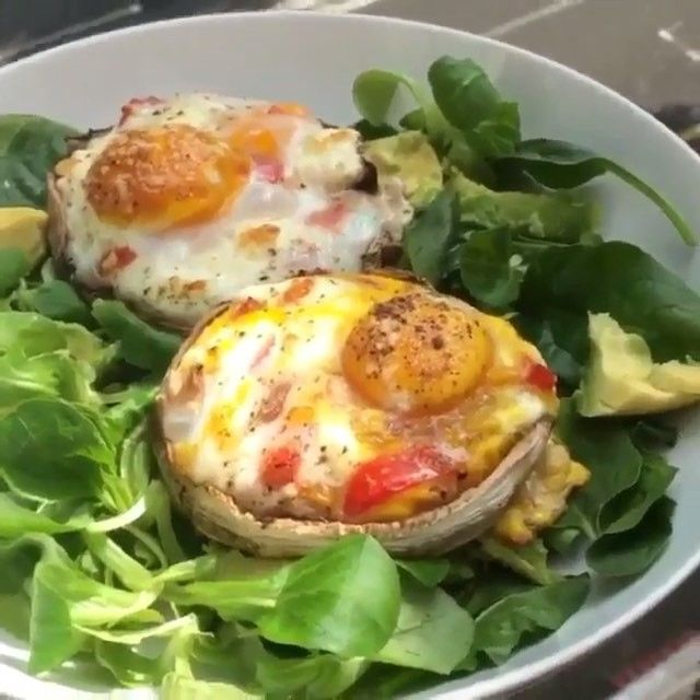Mushroom with feta, tomato and egg