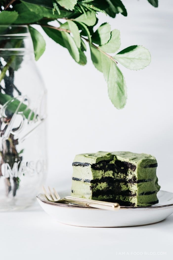 no bake green tea chocolate mini ice box cakes. 3 ingredients and you've got dessert! #matcha #nobake #icebox