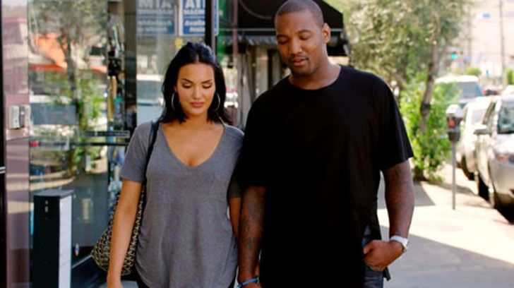 Boyfriend and girlfriend couple; Natalie Halcro and Shaun Phillips hovering around the city