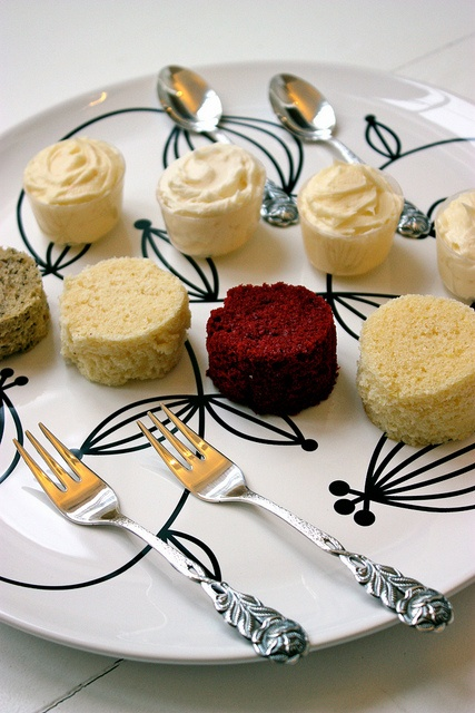 About Cake Tasting On Pinterest Plates Cakes And Wedding Cakes
