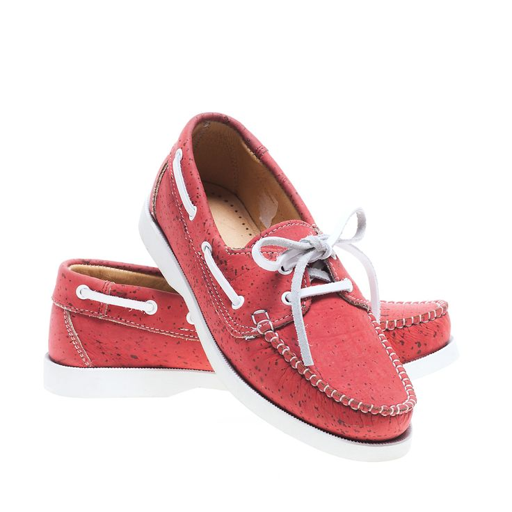 Shoe on Red Cork. 100% Eco-Friendly, produced in Portugal. Lightweight, soft to the touch and sturdy. Montado - Cork with Art.