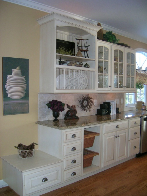 dream kitchen cupboards. I want the plate dividers!!