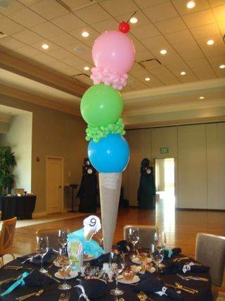 balloons, tape, a vase, and brown paper = awesome ice cream centerpiece!
