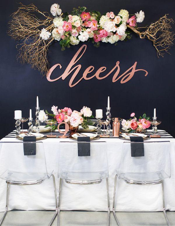Ritmo de festa! http://marionstclaire.com/decoracao-dourada-cha-de-lingerie  Chá de cozinha dourado, preto e rosa   Chá de cozinha moderno #chadepanela #chadecozinha #chadelingerie