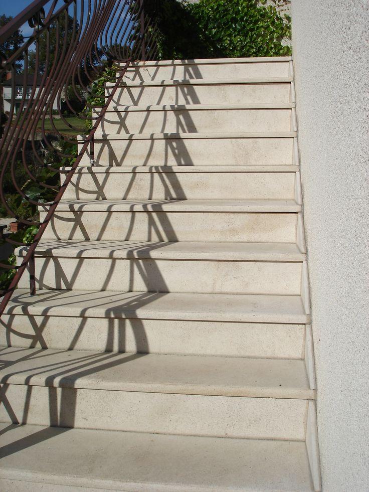 escalier en pierre naturelle de bourgogne semond clair habillage des marches dun escalier - Marche En Pierre Exterieur
