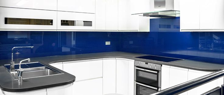 Blue coloured glass kitchen splashback by CreoGlass Design (London,UK). CreoGlass™ Splashbacks are toughened and impact resistant. Glass can with stand temperatures up to 400℃. #kitchen
