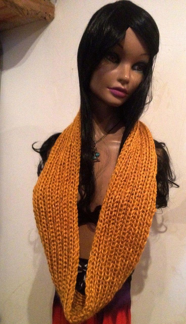 tour de cou jaune ocre, long, tricoté main : Echarpe, foulard, cravate par anita-vintage