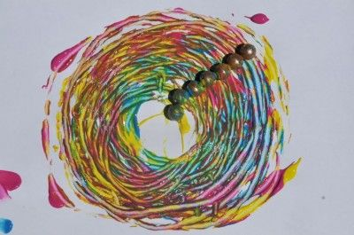 Schilderen met magneten. Achter het blad een stevige magneet, vooraan verf en één of meerdere ijzeren knikkers