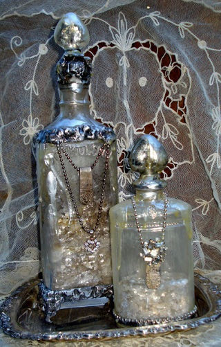 Love Potion bottles... something more ornate like this would make a nice addition to my apothecary cabinet.