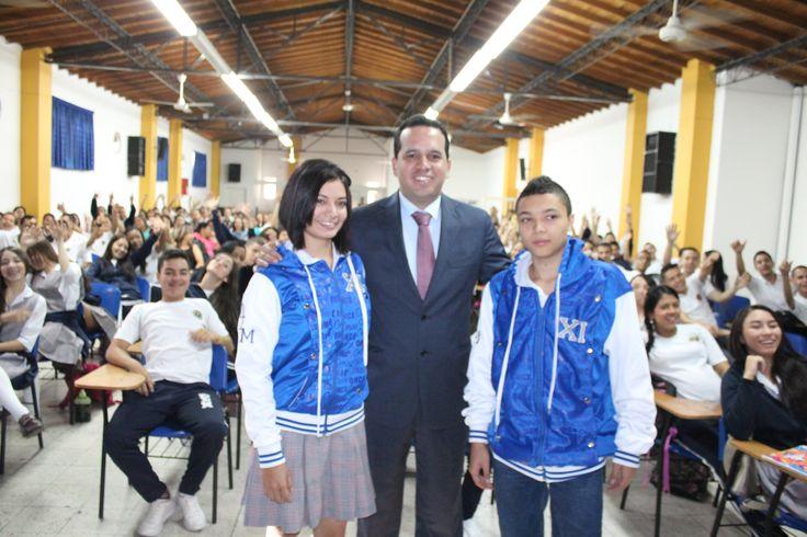 Entrega de chaquetas Prom 2015 a los alumnos de la I.E Diego Echavarria Misas