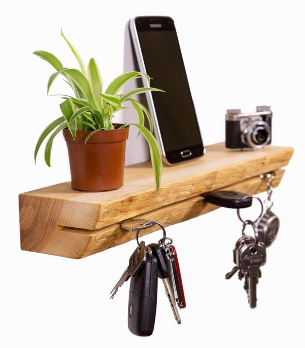 *Schlüsselbrett aus Eichenholz mit Baumkante im besonderen Design!*  Das etwas andere Schlüsselbrett was nicht jeder hat.  Mit ihm geht so schnell kein Schlüssel mehr verloren - Das puristisch...