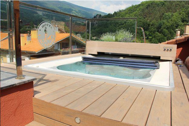 Hotel Els Caçadors en Ribes de Freser. Instalaciones modernas con un jacuzzi en la azotea y vistas a la montaña. Ideal para visitar el Vall de Nuria.