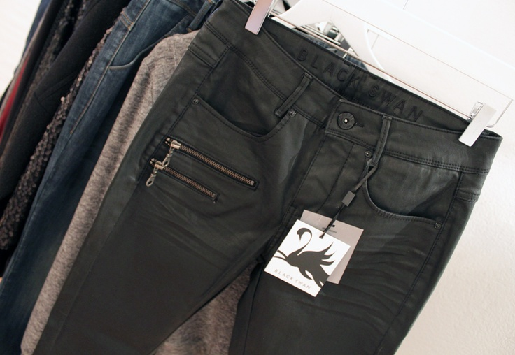Black Swan AW12 - Black Swan Jeans - with zipper detail - slim fit #4Party and Daily#  Alma slim zip jeans 690,00 DKK